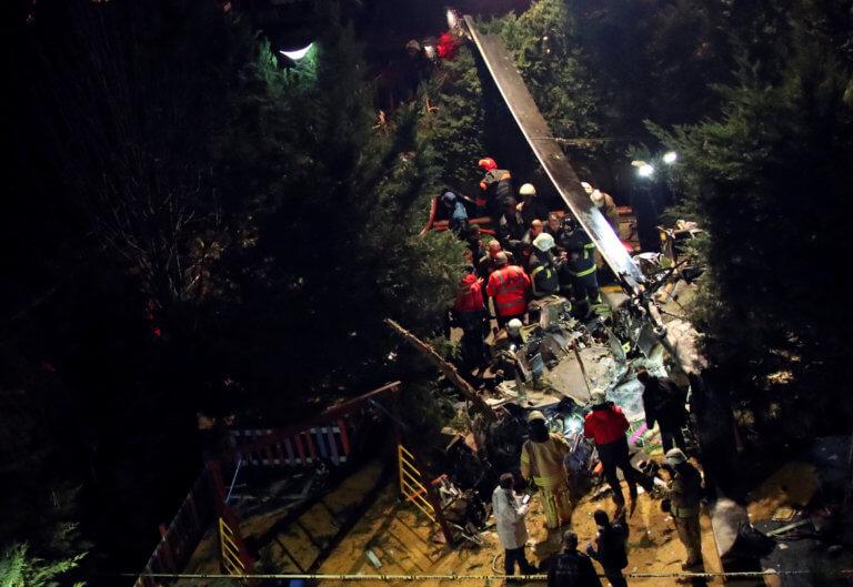 Κωνσταντινούπολη: Πτώση ελικοπτέρου σε κατοικημένη περιοχή – video | Newsit.gr