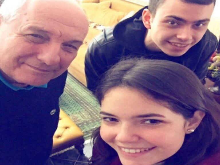 """Τέρενς Κουίκ: Ξεσπά η κόρη του για τους """"βολεμένους του καναπέ""""! [pic]"""