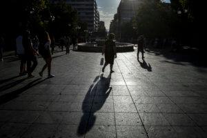 ΟΟΣΑ: Κάθε Έλληνας χρωστά 29.700€ στους δανειστές- Μόνο 1 στους 4 εμπιστεύεται την κυβέρνηση