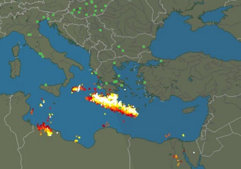 Κρήτη: Απίστευτες εικόνες με βροχή κεραυνών – Αφρικανική σκόνη κάλυψε το Ηράκλειο [pics] | Newsit.gr
