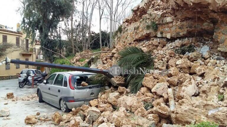 Κρήτη: Η κατολίσθηση έθαψε αυτοκίνητα και οι πλημμύρες έβγαλαν τις πάπιες στη στεριά [pics, video] | Newsit.gr
