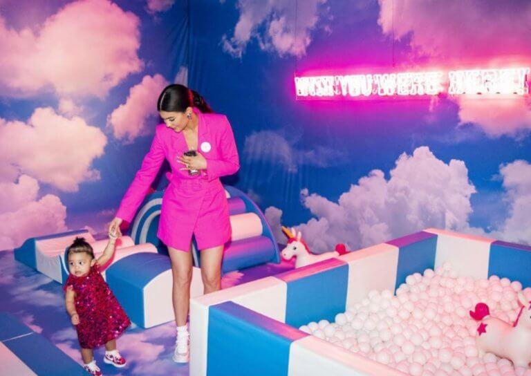Kylie Jenner: Τι χλιδάτο party υπεραπαραγωγή για την κόρη της! Κατασκεύσασε για χάρη της ολόκληρο λούνα – παρκ! [pics] | Newsit.gr