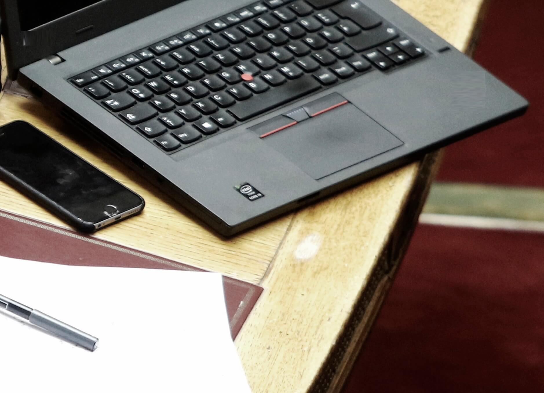 Κορονοϊός: Προσοχή σε κινητά, tablet και laptop – Πως τα καθαρίζουμε σωστά