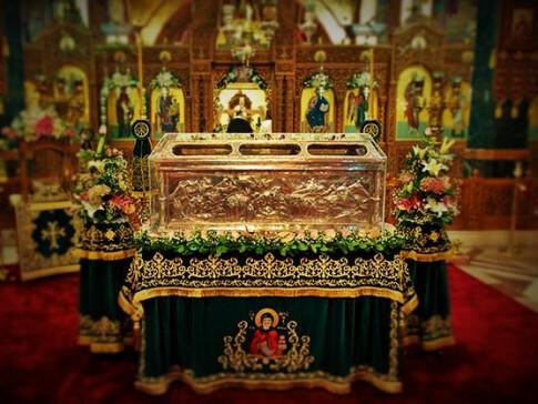 «Έβλεπαν όλοι την λάρνακα να βγαίνει μόνη της έξω από το ιερό» | Newsit.gr