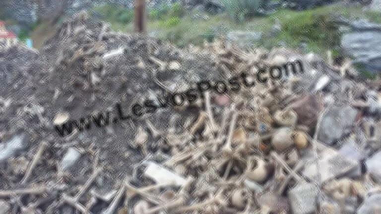 Πέταξαν ανθρώπινα κρανία και οστά νεκρών σε δρόμο της Λέσβου! Προσοχή: Ανατριχιαστικές εικόνες [pics] | Newsit.gr