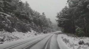 Καιρός: Χιόνια, τσουχτερό κρύο και δρόμοι παγίδες στη Λέσβο – Αυτή είναι η εικόνα στα ορεινά – video