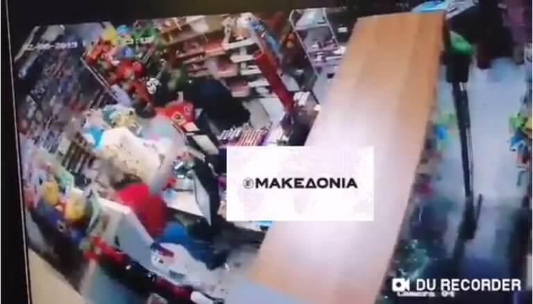 Θεσσαλονίκη: Πρώτα ληστεία, μετά… χειραψία! Η απίστευτη ατάκα του δράστη – video