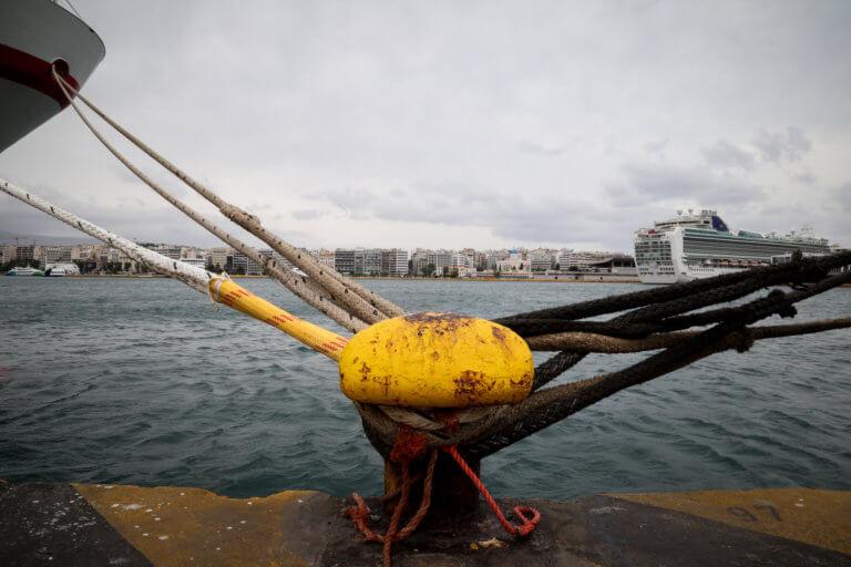 Προσέκρουσε κρουαζιερόπλοιο στο λιμάνι του Πειραιά λόγω ισχυρών ανέμων!