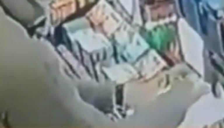 Θεσσαλονίκη: Το βίντεο ντοκουμέντο μιας απίθανης ληστείας – Η πρωτοφανής τακτική του δράστη – video | Newsit.gr