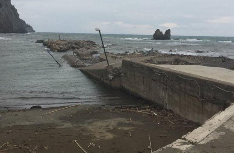 Εύβοια: Βομβαρδισμένο τοπίο το λιμάνι στο Μαντούδι – Το προβλεπόμενο έργο δεν έγινε ποτέ [pics]   Newsit.gr