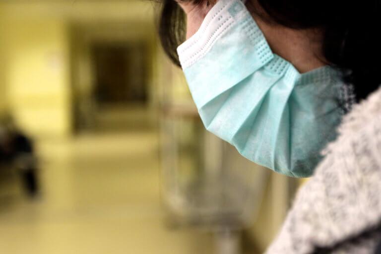 Κέρκυρα: Με… μάσκες στην κηδεία του 36χρονου που πέθανε από γρίπη – video
