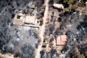 Μάτι: Μήνυση από τον αδερφό της ακτινολόγου που κάηκε με τις κορούλες της