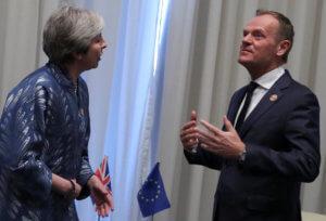 Brexit: Και άλλο χρόνο προσπαθεί να κερδίσει η Μέι