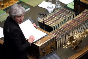 Brexit: Σε ένα… μπαρ προδόθηκε το εκβιαστικό δίλημμα της Μέι στο Βρετανικό κοινοβούλιο