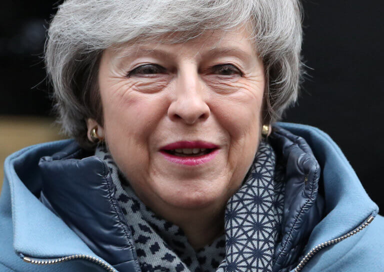 The Sun: Η Μέι θα αποκλείσει ένα Brexit χωρίς συμφωνία   Newsit.gr
