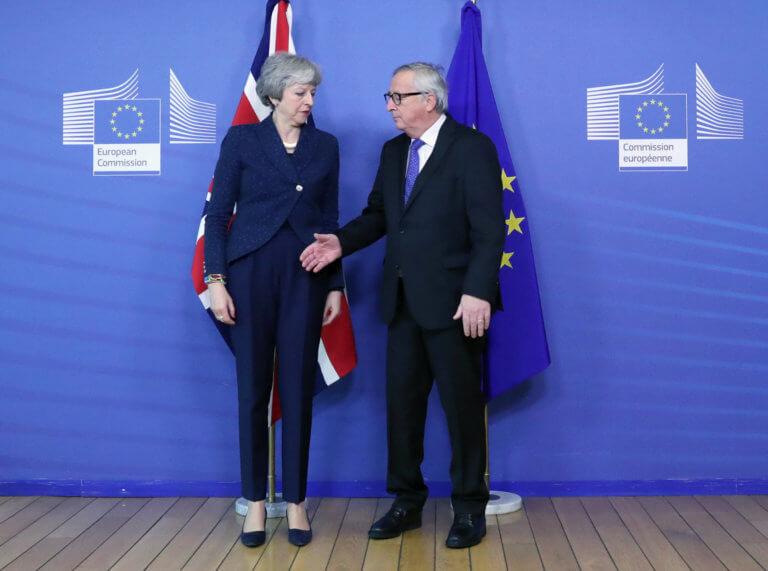 Οργισμένη Μέι στη συνάντηση με τον Γιούνκερ για το Brexit – video | Newsit.gr