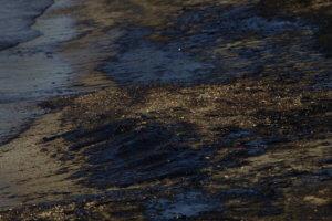 Διαρροή μαζούτ στο Λαύριο κατά τη διάρκεια πετρέλευσης
