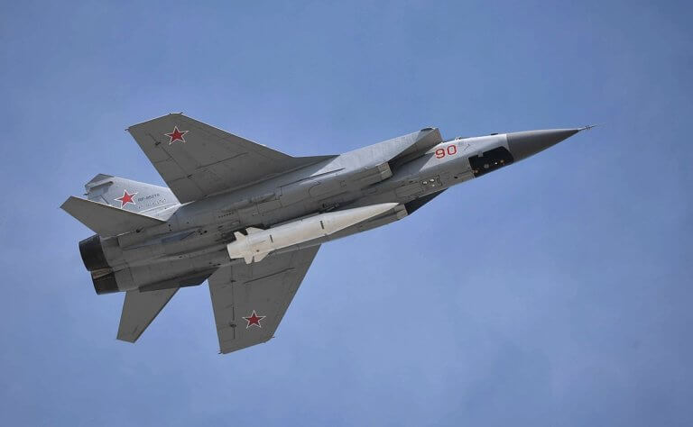 Δορυφόροι έπιασαν στα «πράσα» τα κρυφά υπερηχητικά όπλα και προηγμένα μαχητικά αεροσκάφη του Πούτιν! [pics] | Newsit.gr