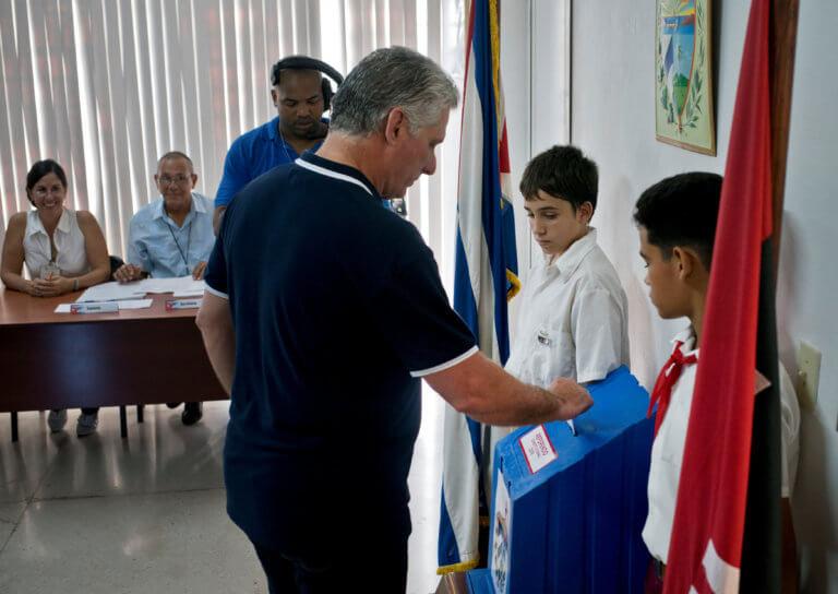 Κούβα: Συντριπτική υπερψήφιση του νέου Συντάγματος | Newsit.gr