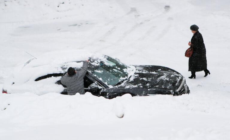 Βυθίστηκε στο χιόνι η Μόσχα – Ακυρώθηκαν δεκάδες πτήσεις   Newsit.gr