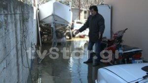 Χαλκίδα: Τα σπίτια τους γέμισαν νερά χωρίς να βρέξει – Η εξήγηση πίσω από τις εικόνες – video