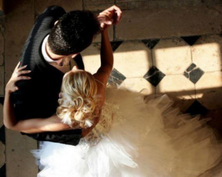 Κρήτη: Έβγαλε το νυφικό και εκπλήρωσε το μεγάλο της όνειρο – Ο γάμος, η νύφη και οι εικόνες που συζητήθηκαν – video | Newsit.gr