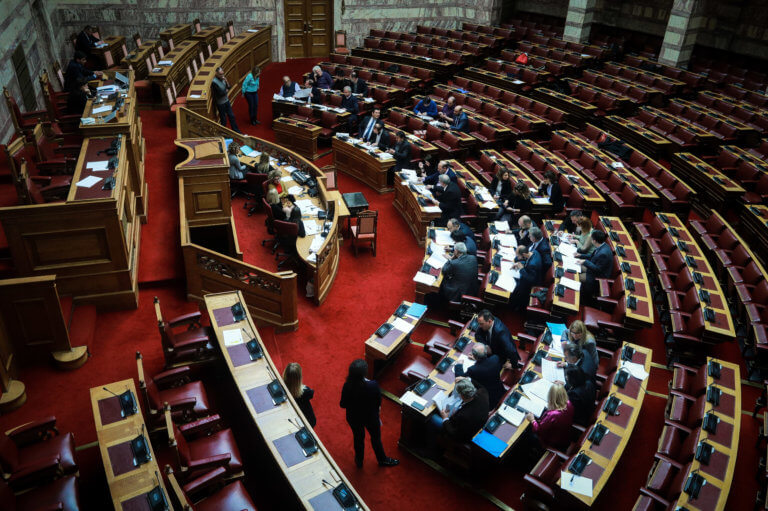 Συνταγματική αναθεώρηση: Ποια άρθρα πέρασαν, ποια κόπηκαν – Πώς ψήφισε η Βουλή | Newsit.gr