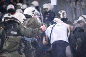 """Ολυμπιακός – Ντιναμό Κιέβου: Επεισόδια στο """"Γ. Καραϊσκάκης"""" [pics]"""