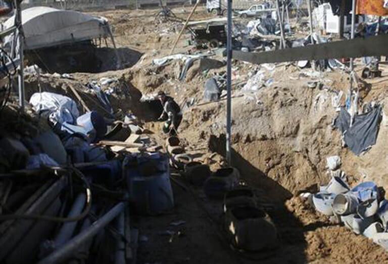 Δύο Παλαιστίνιοι νεκροί από ασφυξία μέσα σε σήραγγα | Newsit.gr