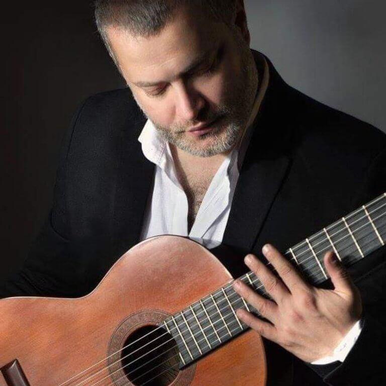 Παναγιώτης Μάργαρης: Ο δεξιοτέχνης της κλασικής κιθάρας μιλάει στο newsit.gr | Newsit.gr