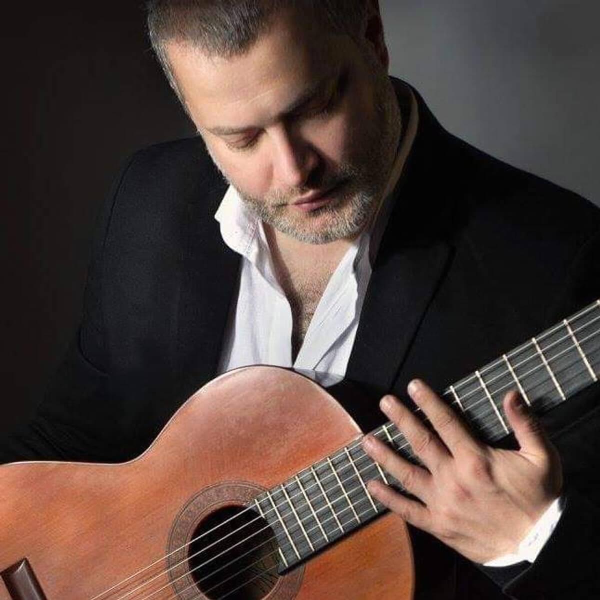 Θέατρο Αυλιδείας Αρτέμιδος - Παναγιώτης Μάργαρης: Ο δεξιοτέχνης της κλασικής κιθάρας για μια μουσική παράσταση στην Χαλκιδα