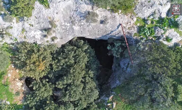 Η σπηλιά με τους πάνθηρες, 45 λεπτά από το κέντρο της Αθήνας!