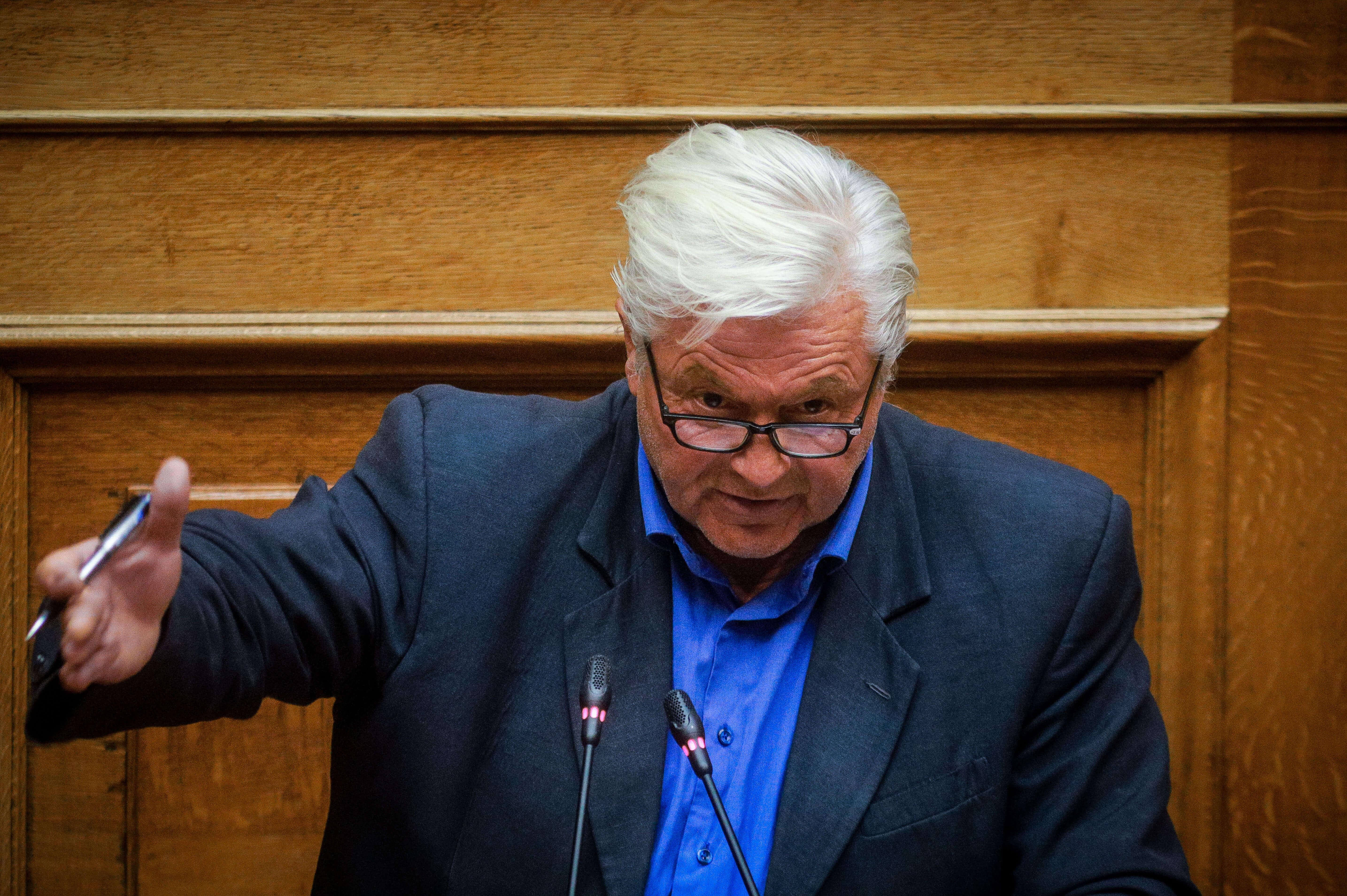 Στο γραφείο του Προέδρου της Βουλής ο Θανάσης Παπαχριστόπουλος για να υποβάλλει την παραίτησή του