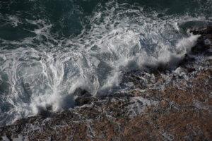 Νεκρή γυναίκα σε παραλία της Μεσσήνης – Τι «βλέπουν» οι αρχές