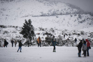 Καιρός: Έκλεισε η λεωφόρος Πάρνηθας λόγω χιονιού!