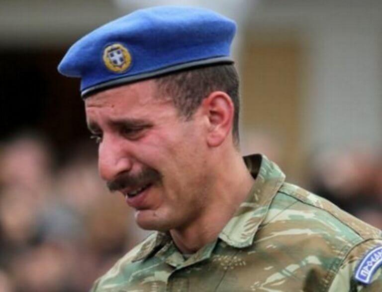 Πάτρα: Δάκρυσαν και οι Εύζωνες στην κηδεία του Σπύρου Θωμά – Το σπαρακτικό τελευταίο αντίο [pics, video] | Newsit.gr
