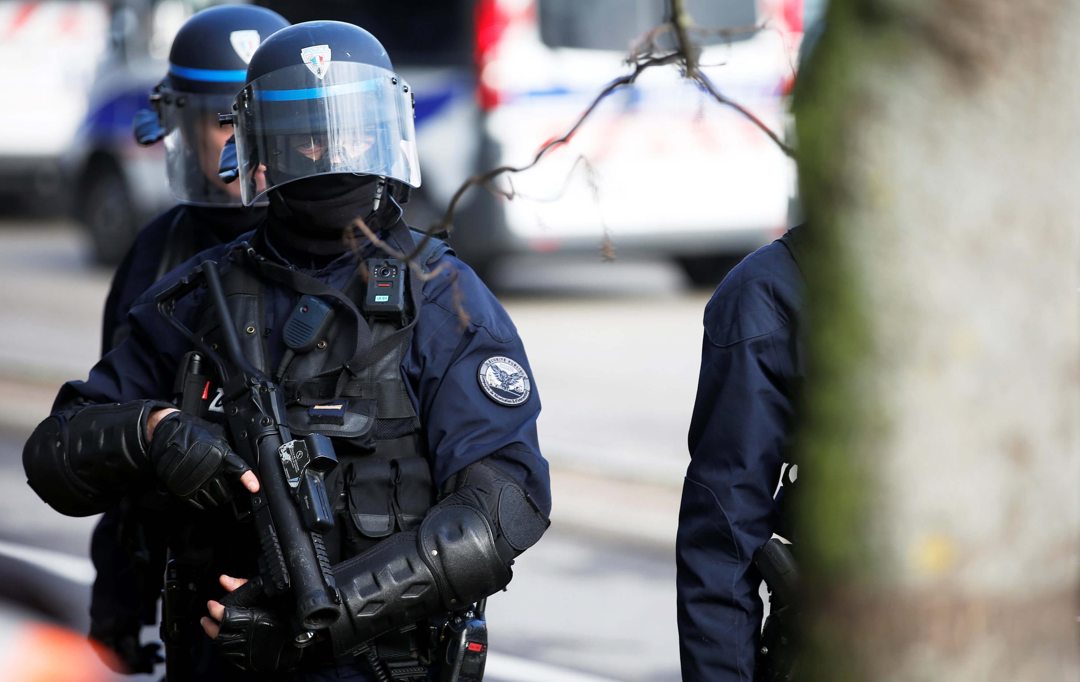 Επίθεση στο Μετρό του Παρισιού: «Περιθωριακοί και γνωστοί μεταξύ τους θύτης και θύμα»