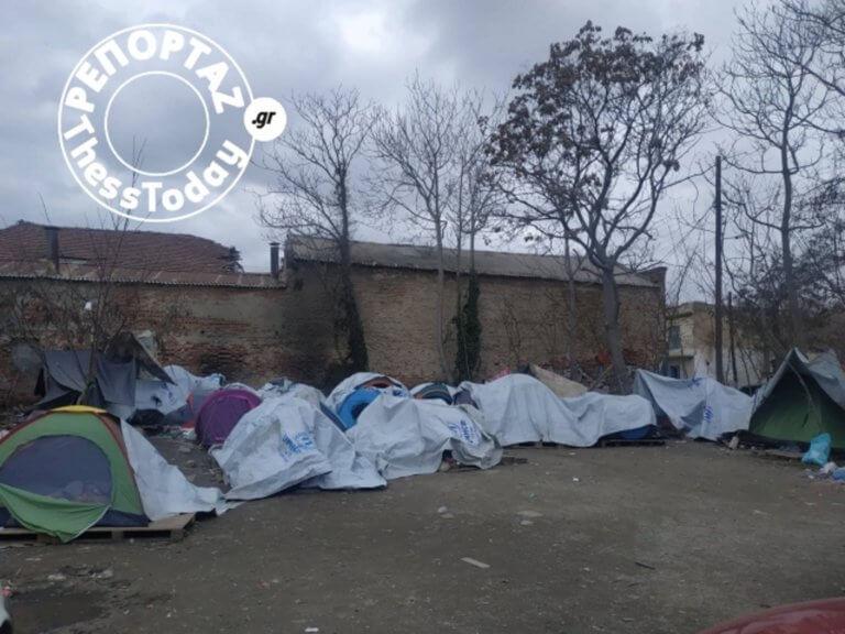 Εικόνες θλίψης! Καταυλισμός προσφύγων στο κέντρο της Θεσσαλονίκης [pics]   Newsit.gr