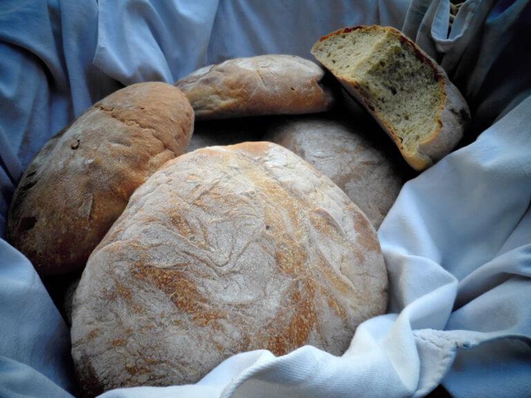 Τρίκαλα: Το δείπνο που λίγο έλειψε να της στοιχίσει τη ζωή – Το ψωμί στάθηκε στο λαιμό της!