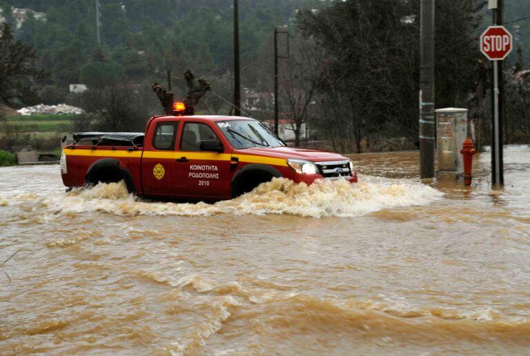Κακοκαιρία: Ώρες αγωνίας για νέο άνδρα στα Χανιά – Ειδοποίησε ότι πνίγεται, πριν χαθεί το σήμα | Newsit.gr