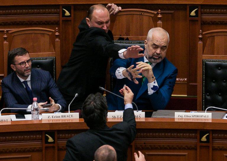 Ραγδαίες εξελίξεις στην Αλβανία! Παραιτείται η αντιπολίτευση | Newsit.gr
