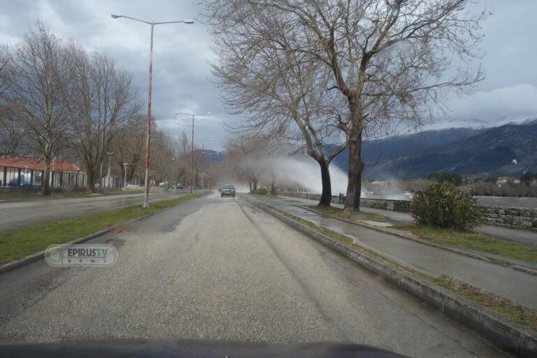 Καιρός: Θυελλώδεις άνεμοι στα Γιάννενα – Το έστρωσε στα ορεινά χωριά της Ηπείρου – video