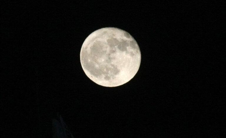 Σελήνη: Είναι τεκτονικά ενεργή, γεννά σεισμούς και συρρικνώνεται