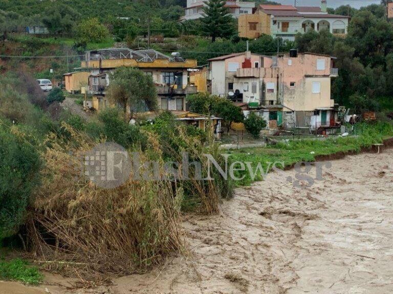 Χανιά: Έπεσε κομμάτι γέφυρας – Εκκενώθηκαν σπίτια [pics] | Newsit.gr