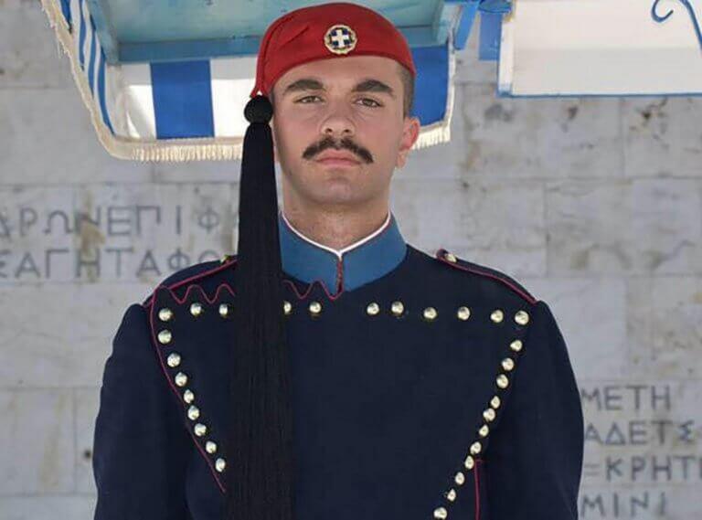 Πάτρα: Συγκλονίζει ο πατέρας του Εύζωνα Σπύρου Θωμά – «Σε ευχαριστούμε για το υπέροχο ταξίδι» [pics] | Newsit.gr
