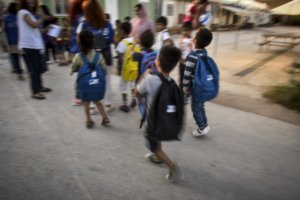 Σάμος: Νέες αντιδράσεις για τα μαθήματα προσφυγόπουλων σε σχολεία – Η πρόσκληση στην εκκλησία!
