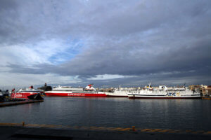 «Έπεσαν» οι άνεμοι, κανονικά τα δρομολόγια από τα λιμάνια
