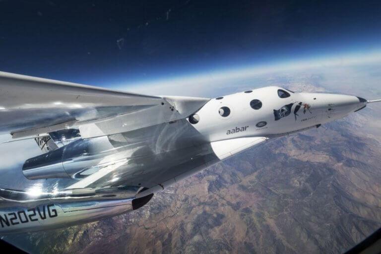 Δέος! Το πυραυλοκίνητο αεροπλάνο της Virgin Galactic πέταξε ακόμη ψηλότερα στα σύνορα του διαστήματος! [pic] | Newsit.gr