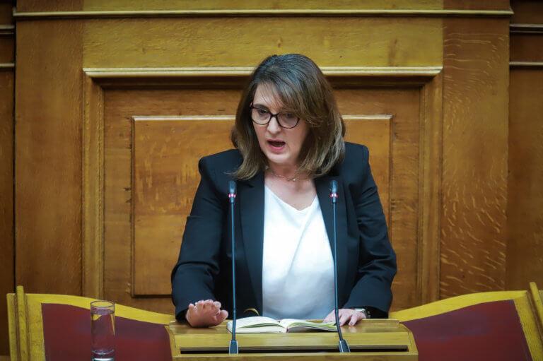 Τελιγιορίδου για αγρότες: «Όποιος δεν θέλει να ζυμώσει δέκα μέρες κοσκινίζει»! | Newsit.gr
