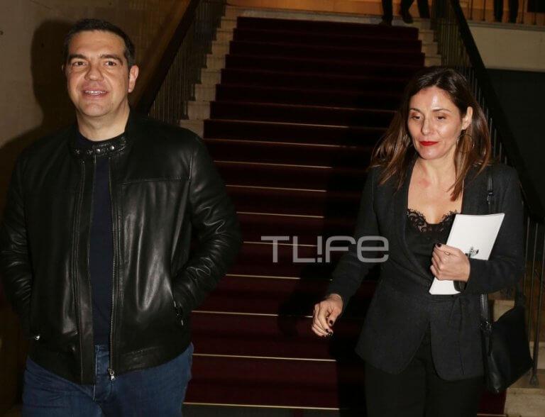 Μπέττυ Μπαζιάνα: Συνόδευσε τον Πρωθυπουργό στο θέατρο, με chic total black look! Φωτογραφίες   Newsit.gr